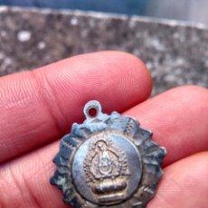 Antigüedades: RECUERDO DE NUESTRA SEÑORA DE LA CABEZA - ANDÚJAR, JAÉN - ANTIGUA MEDALLA - ESTILO ART DÉCO, PLATA. Lote 221305840