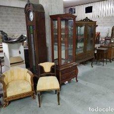 Antigüedades: PAREJA A JUEGO DE SILLA Y SILLON BAJO..DESCALZADORA.. MADERA MACIZA DE CASTAÑO 1930..MUY TALLADAS. Lote 221309148
