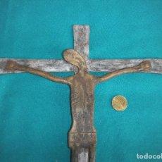 Antigüedades: CRUCIFIJO EN HIERRO FORJADO. Lote 221326526