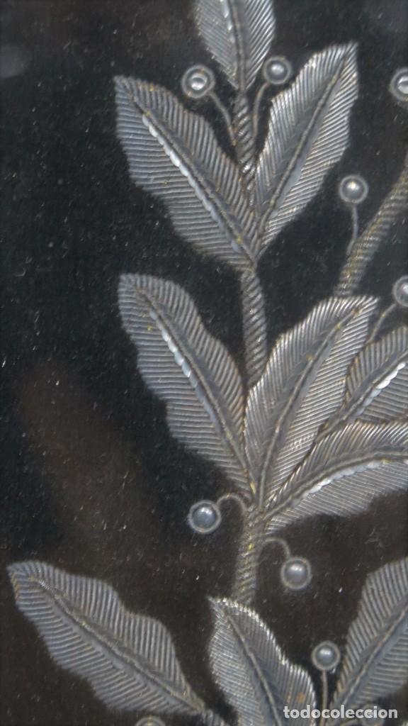 Antigüedades: RESPOTERO DE HERMANDAD O SOCIEDAD SECRETA. HILO DE PLATA SOBRE TERCIOPELO. SIGLO XIX - Foto 15 - 221336020