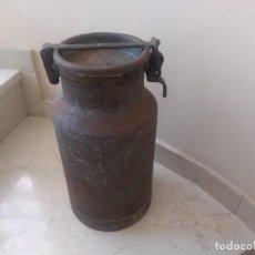 Antigüedades: MAGNIFICA Y ANTIGUA LECHERA DE HIERRO. Lote 221378802
