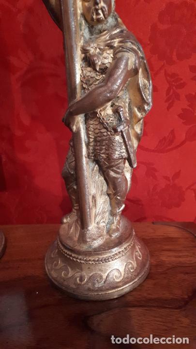 Antigüedades: Pareja de candelabros del siglo XIX. Estaño dorado. - Foto 5 - 221386825