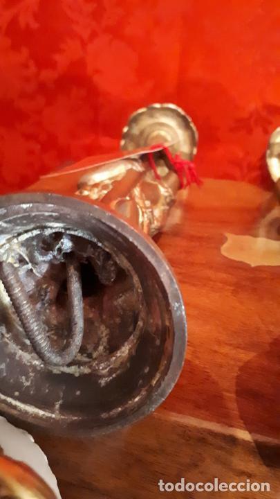 Antigüedades: Pareja de candelabros del siglo XIX. Estaño dorado. - Foto 16 - 221386825