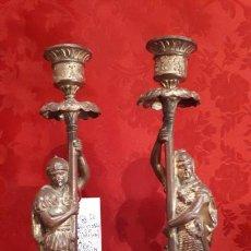 Antigüedades: PAREJA DE CANDELABROS DEL SIGLO XIX. ESTAÑO DORADO.. Lote 221386825