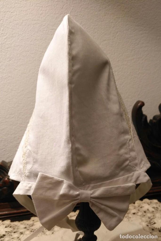 Antigüedades: Gorro algodón blanco sujeto en el cuello con entredós, lazo zapatero y bonitos bordados laterales - Foto 4 - 221392542