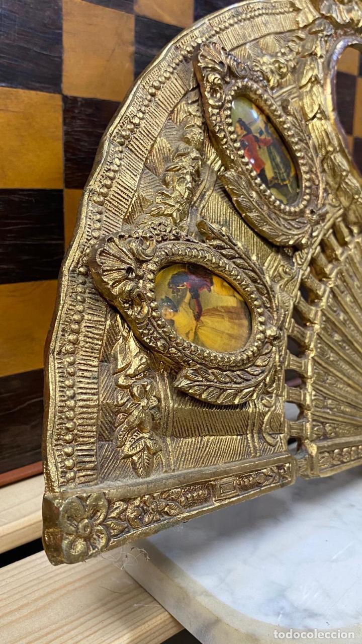 Antigüedades: ABANICO DE BRONCE CON IMAGENES de goya, CON BASE DE MÁRMOL - Foto 4 - 221393247