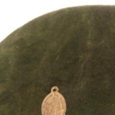 Antigüedades: MEDALLA DE LA VIRGEN DEL CARMEN Y SAN ANTONIO DE PADUA. 2 CM. SIGLO XIX-XX.. Lote 221395688