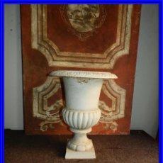 Antigüedades: PRECIOSA COPA BLANCA DE HIERRO ALTURA 49 CM TENGO PAREJA. Lote 221411341