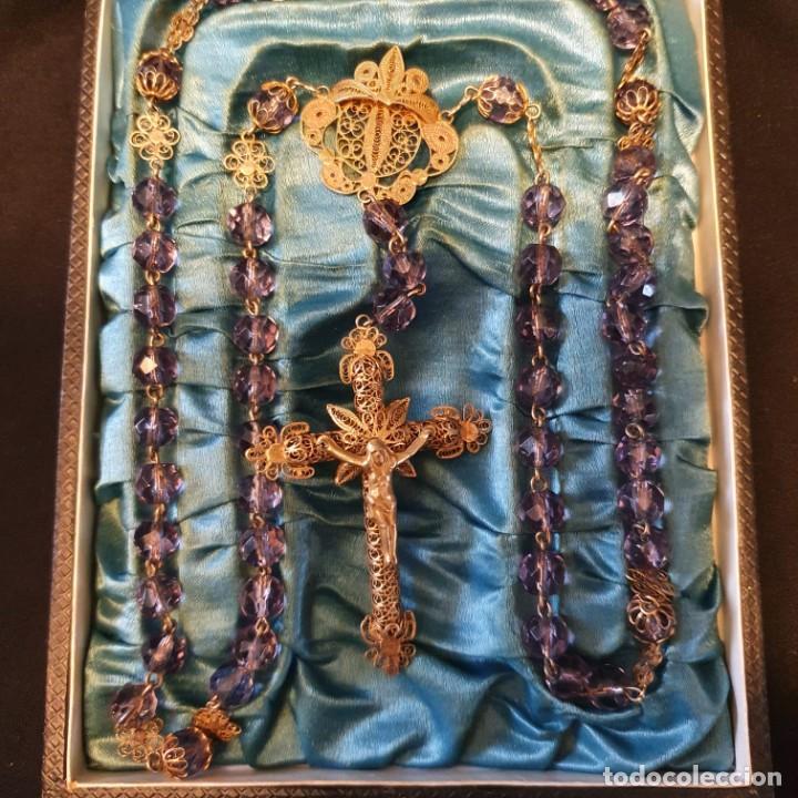 PRECIOSO ROSARIO DE ORO 18K CON CUENTAS DE CRISTAL LILA, MEDIADOS SIGLO XIX, CAJA ORIGINAL (Antigüedades - Religiosas - Rosarios Antiguos)