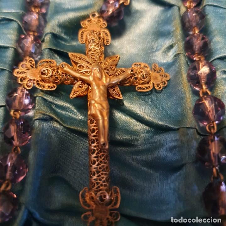 Antigüedades: Precioso rosario de oro 18k con cuentas de cristal lila, mediados siglo XIX, caja original - Foto 3 - 221416517