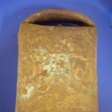 Antigüedades: GRANDE CENCERRO ANTIGUO DE METAL. Lote 221417350