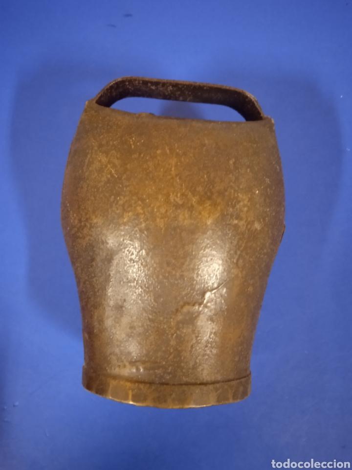 Antigüedades: Antiguo cencerro de hierro - Foto 2 - 221417693