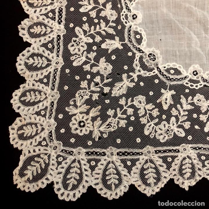 Antigüedades: Gran pañuelo de encaje aplicación de Bruselas siglo XIX. 40x39cm - Foto 5 - 221454301