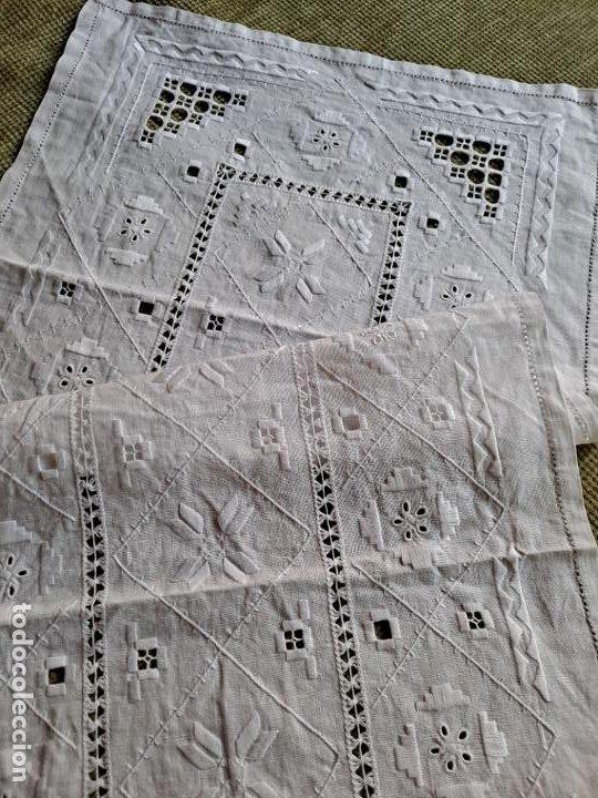 Antigüedades: Antiquo camino mesa/mueble años 70.Lino BLANCO . Bordado a mano.35 x 70 cm.nuevo - Foto 8 - 221471672