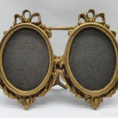 Antigüedades: BELLO MARCO ANTIGUO MODERNISTA TU Y YO OVALADO EN BRONCE CON DETALLE DE LAZO .. Lote 221476351