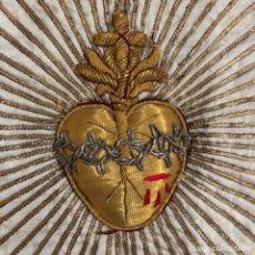 Antigüedades: CORAZÓN DE JESÚS BORDADO EN ORO Y PLATA. FRANCIA PRINCIPIO SIGLO XX. Lote 221477260