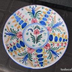Antigüedades: DECORATIVO PLATO DE CERÁMICA , FIRMADO PUENTE DEL ARZOBISPO - CRUZ. Lote 221495871
