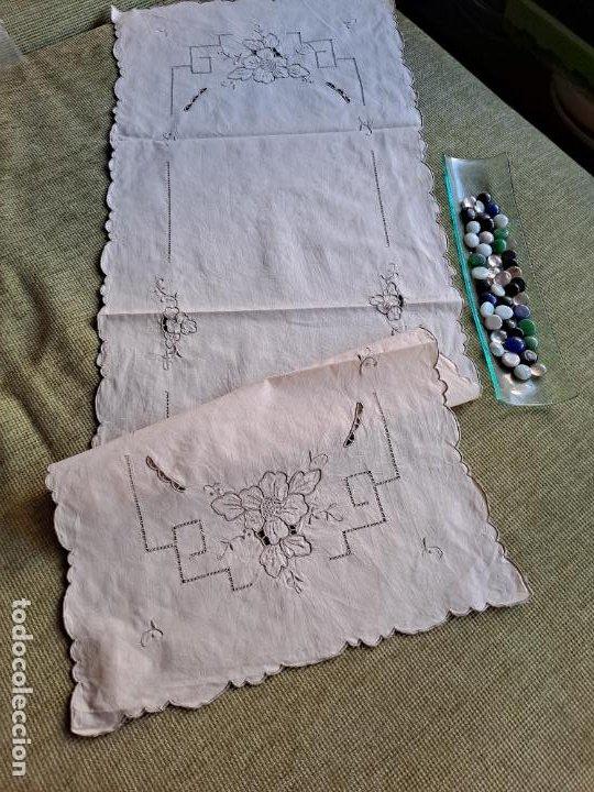 Antigüedades: Antiquo camino de mesa o mueble.Lino,bordado a mano BEIGE claro 40 x 110 cm. Años 70.nuevo - Foto 2 - 221497072