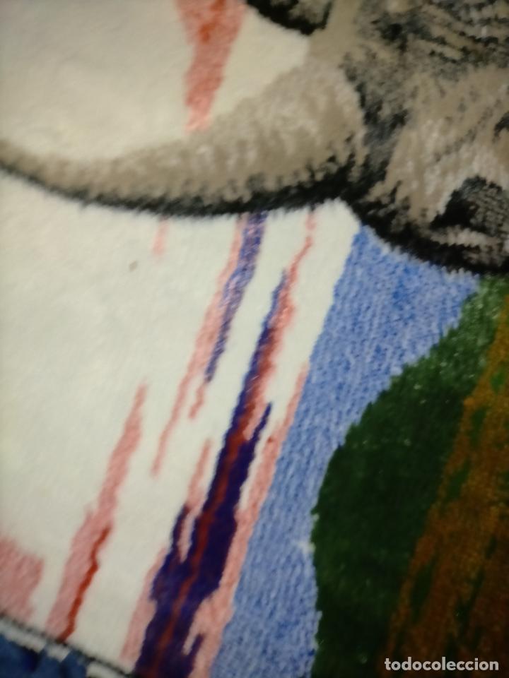 Antigüedades: antiguo tapiz tapete camino de mesa aterciopelado serie animales rinoceronte 106 x 50 cm aproximados - Foto 2 - 221509293