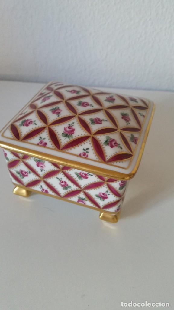 LINDO JOYELLO PORCELANA LIMOGES MAD FRANCE HECHO Y PINTADO A MANO (Antigüedades - Porcelana y Cerámica - Francesa - Limoges)