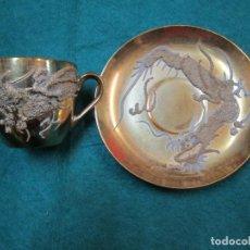 Antigüedades: JUEGO DE CAFE - TAZA Y PLATO DOTADOS INTEGRAMIENTE, RELIECES, DIAMETRO PLATO 12.5CM + INFO. Lote 221539977