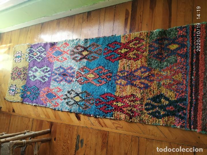 Antigüedades: Altigua alfombra bereber. 1,57 x 63 cm - Foto 2 - 221560643