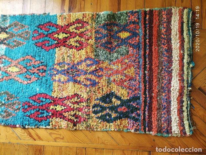 Antigüedades: Altigua alfombra bereber. 1,57 x 63 cm - Foto 3 - 221560643