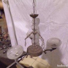 Antigüedades: BONITA LAMPARA VINTAGE DE CRISTAL Y BRONCE CON TULIPAS Y LAGRIMAS PARA RESTAURAR. Lote 221572217