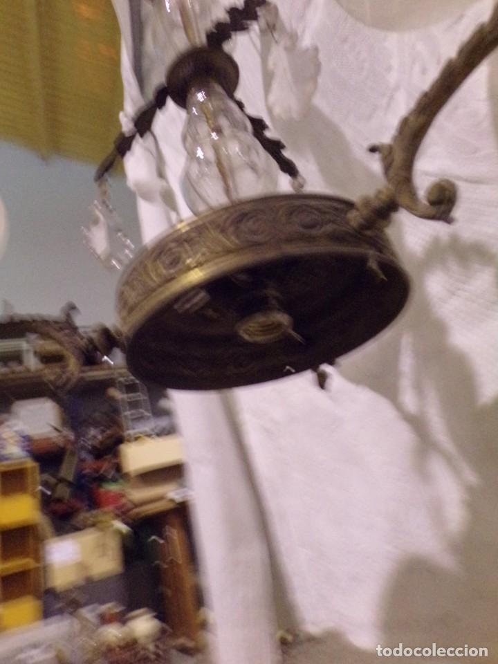 Antigüedades: BONITA LAMPARA VINTAGE DE CRISTAL Y BRONCE CON TULIPAS Y LAGRIMAS para restaurar - Foto 4 - 221572217
