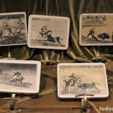 Antigüedades: 5 COLGADORES DE LATÓN, LÁMINAS EN SEPIA, PLASTIFICADAS SOBRE MADERA, SERIE TAUROMAQUIA, GOYA. Lote 221582803