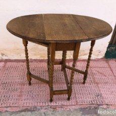 Antigüedades: MESA VICTORIANA DE ALAS PLEGABLES EN ROBLE CON CON PATAS TORNEADAS. Lote 221610793