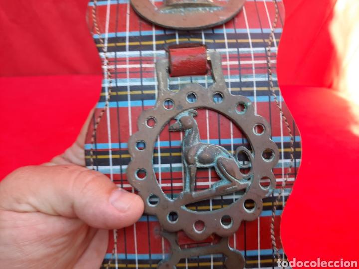 Antigüedades: Collar de cuero con medallas de bronce - Foto 4 - 221616966