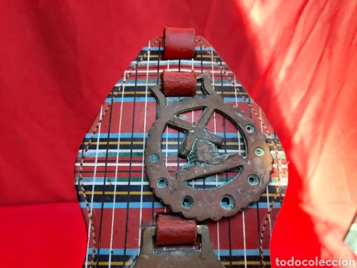 Antigüedades: Collar de cuero con medallas de bronce - Foto 6 - 221616966