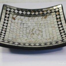 Antigüedades: CENTRO DE MESA CON MOSAICO DE CRISTALES. Lote 221631710