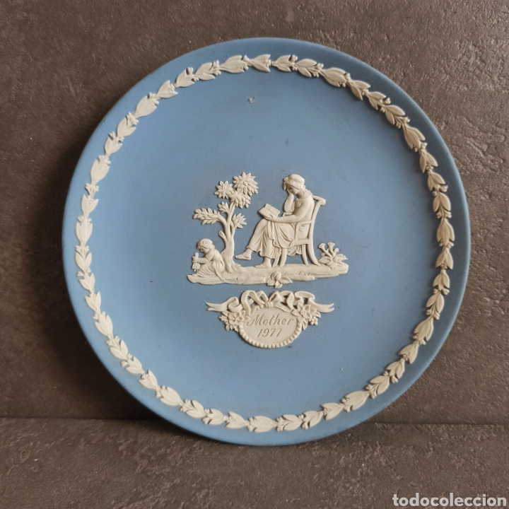 PLATO MOTHER WEDGWOOD * MADE IN ENGLAND * AZUL Y BLANCO (Antigüedades - Porcelanas y Cerámicas - Inglesa, Bristol y Otros)