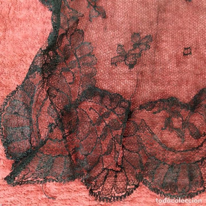 Antigüedades: 2 MANTILLAS. ENCAJE SEMI MANUAL. BORDADO SOBRE TUL. ESPAÑA. CIRCA 1950 - Foto 5 - 221657310