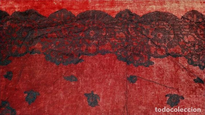 Antigüedades: 2 MANTILLAS. ENCAJE SEMI MANUAL. BORDADO SOBRE TUL. ESPAÑA. CIRCA 1950 - Foto 9 - 221657310