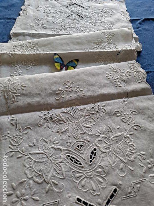 Antigüedades: Magnifico Camino mesa/mueble Antiquo. Lino BLANCO.Bordado a mano totalmente 40 x 105 cm.nuevo - Foto 15 - 221695538