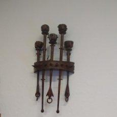 Antigüedades: LÁMPARA DE HIERRO FORJADO MEDIEVAL. Lote 221704623