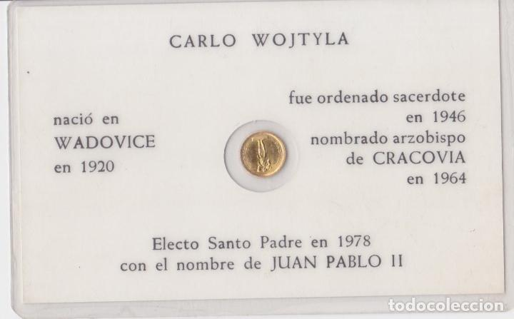 Antigüedades: TARJETA PLASTIFICADA CON MONEDA CONMEMORATIVA DE JUAN PABLO II - Foto 2 - 221715551