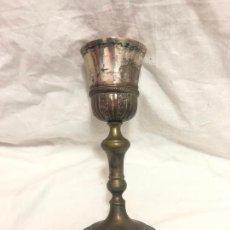 Antiquités: CALIZ CON CUERPO DE METAL Y COPA DE PLATA CONTRASTADO. Lote 221720957