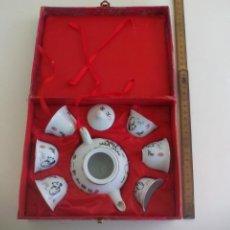 Antigüedades: JUEGO DE TE O SAKE, DE PORCELANA DE CHINA, DECORADO CON OSOS PANDA. Lote 221740156