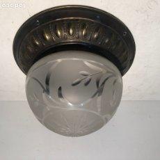 Antigüedades: LAMPARA PLAFON DE TECHO DE CRISTAL Y LATON ANTIGUO.. Lote 221753231