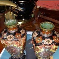 Antigüedades: PAREJA DE JARRONES CHINOS CLOISSONE. Lote 221755673