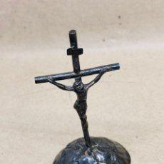 Antigüedades: CRUZ DE PLATA DE MESA ANTIGUA. Lote 221759826