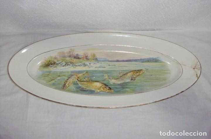 Antigüedades: Fuente ovalada grande. China Opaca - Sevilla. Pintado a mano. Filos en oro. (53 cm x 22 cm) - Foto 2 - 221772880