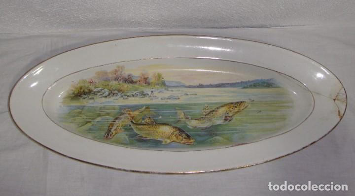 Antigüedades: Fuente ovalada grande. China Opaca - Sevilla. Pintado a mano. Filos en oro. (53 cm x 22 cm) - Foto 3 - 221772880