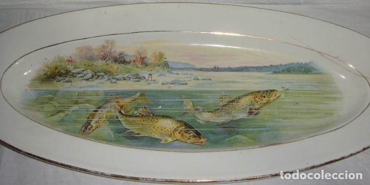 Antigüedades: Fuente ovalada grande. China Opaca - Sevilla. Pintado a mano. Filos en oro. (53 cm x 22 cm) - Foto 4 - 221772880