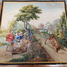 """Antigüedades: TAPIZ MANUAL FUNDACION DE GREMIOS, 1986. """"CAZA DEL CIERVO"""" DE SALVADOR MAELLA. Lote 221774592"""