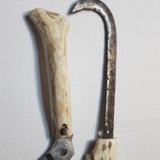 Antigüedades: ÚTILES AGRÍCOLAS TOTALMENTE ARTESANOS HOZ Y CUCHILLO RECOGIDA. Lote 221794785